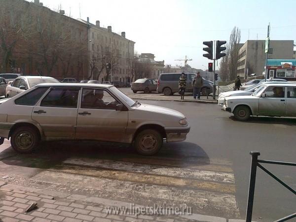 ВЛипецке «пятнадцатая» сбила пешехода напереходе