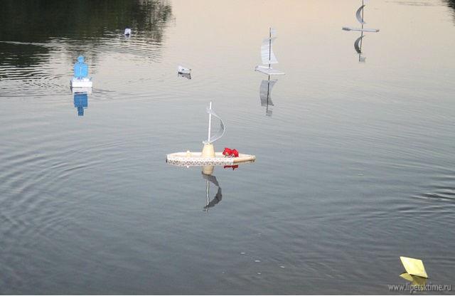 По «Реке Памяти» в Лебедяни поплыли кораблики