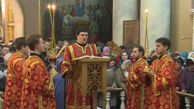 Пасхальное богослужение в Христо-Рождественском соборе Липецка