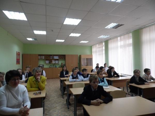 Лебедянским гимназистам рассказали историю Дня народного единства