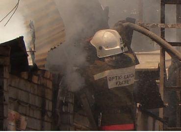 Пожар в Сселках уничтожил кровлю двух домов