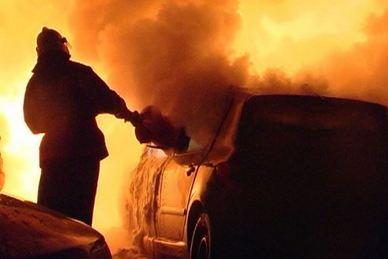 В Ельце сгорела легковушка